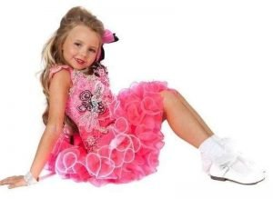 Elliemay Clare in Teenie Beauty Pageant